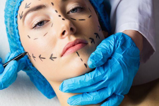 Comprendre l'enjeu psychocorporel dans la chirurgie esthétique